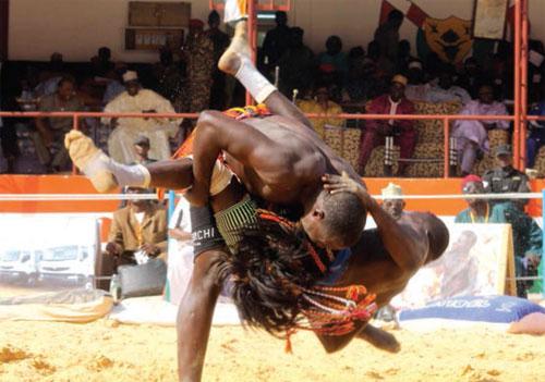 Combat de lutte traditionnelle au Niger