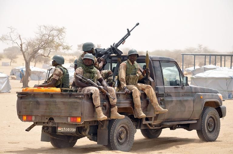 des-soldats-nigeriens-le-13-mars-2015-en-patrouille-dans-le-_2058833